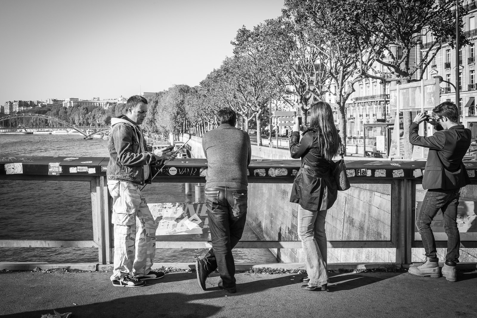 PARIS – Mobile society